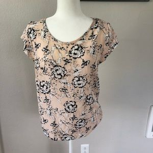 Tops - 100% silk floral top in blush
